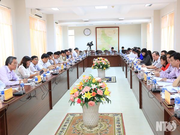 Đồng chí Lê Văn Bình, Phó Chủ tịch UBND tỉnh tiếp và làm việc với Đoàn kiểm tra Chương trình mục tiêu quốc gia giảm nghèo bền vững tại tỉnh ta