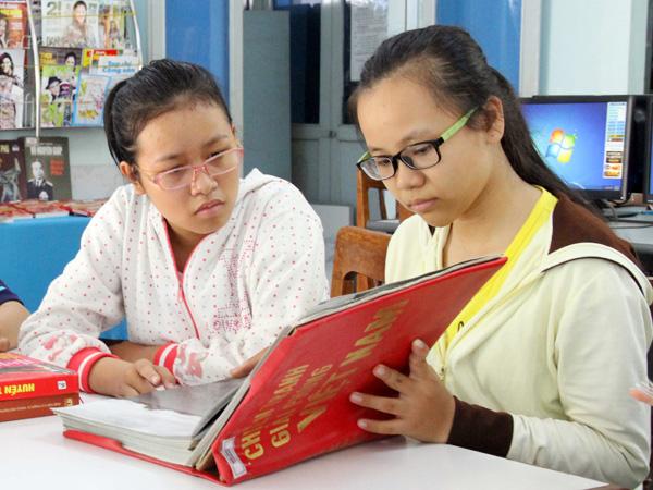 """""""Văn hóa đọc"""" của giới trẻ hiện nay"""