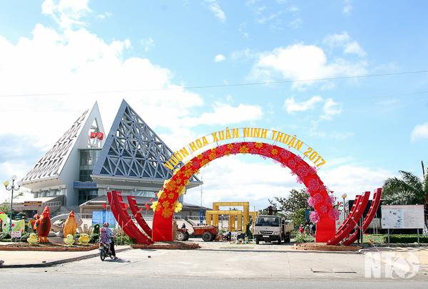 Phóng Viên Báo Điện Tử Ninh Thuận Ghi Lại Một Số Hình Ảnh Mừng Đảng, Mừng  Xuân Đinh Dậu 2017: