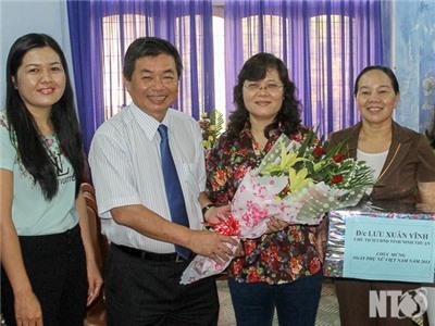 Đồng chí Lưu Xuân Vĩnh, Chủ tịch UBND tỉnh thăm Hội Liên hiệp Phụ nữ tỉnh