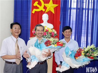Đồng chí Nguyễn Xuân Thủy, Thường trực Tỉnh ủy thăm, chúc mừng Ngày Nhà giáo Việt Nam