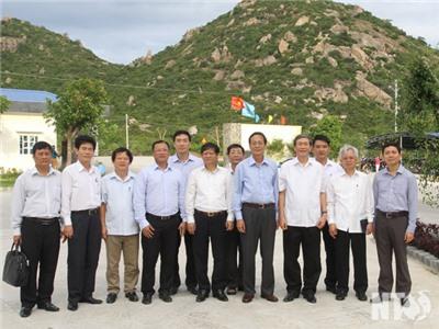 Đồng chí Đinh Thế Huynh, Ủy viên Bộ Chính trị, Trưởng Ban Tuyên giáo Trung ương thăm Chi nhánh Công ty TNHH Thủy sản Thông Thuận