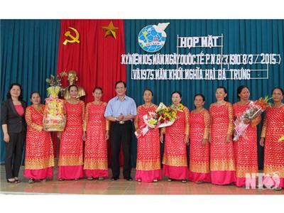 Đồng chí Trần Minh Lực, Phó Chủ tịch HĐND tỉnh dự họp mặt kỷ niệm Ngày Quốc tế Phụ nữ tại thôn Thành Tín