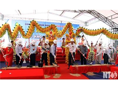 Đồng chí Lưu Xuân Vĩnh, Chủ tịch UBND tỉnh dự Lễ khởi công Kho xăng dầu Ninh Chử