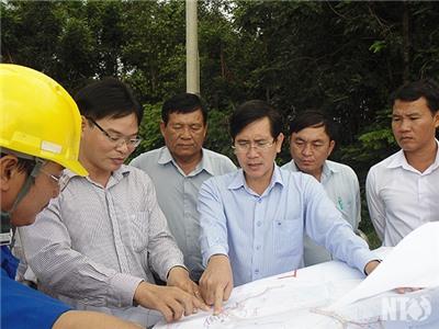 Đồng chí Phạm Văn Hậu, Phó Chủ tịch UBND tỉnh làm việc với Công ty Cổ phần thủy điện Quảng Sơn