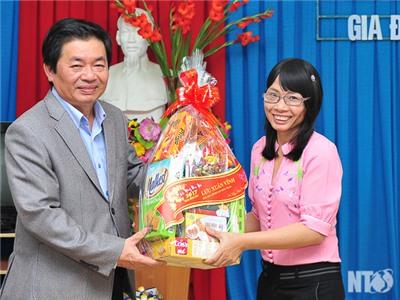Đồng chí Lưu Xuân Vĩnh, Chủ tịch UBND tỉnh thăm, chúc tết các địa phương và cá nhân tiêu biểu