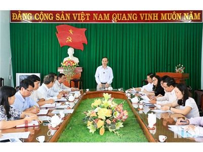 Đồng chí Nguyễn Bắc Việt, Phó Bí thư Thường trực Tỉnh ủy làm việc với Ban Thường vụ Liên đoàn Lao động tỉnh