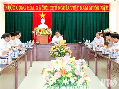 Đồng chí Lưu Xuân Vĩnh, Chủ tịch UBND tỉnh chủ trì cuộc họp giao ban xây dựng cơ bản 6 tháng đầu năm 2017