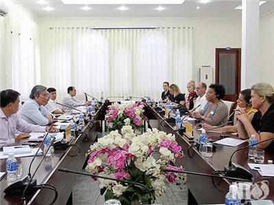 Đồng chí Lê Văn Bình tiếp và làm việc với Đoàn công tác Unicef Việt Nam và Phần Lan