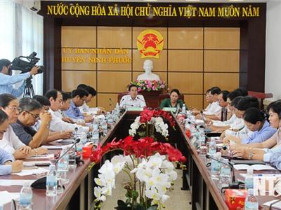 Đồng chí Phạm Văn Hậu, Phó Chủ tịch UBND tỉnh làm việc tại huyện Ninh Phước