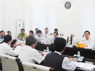 Đồng chí Phạm Văn Hậu, Phó Chủ tịch UBND tỉnh chủ trì cuộc họp nghe báo cáo việc chuyển đổi mục đích sử dụng đất lâm nghiệp để thực hiện các dự án đầu tư
