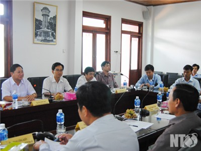 Đồng chí Trần Quốc Nam, Phó Chủ tịch UBND tỉnh làm việc với Viện Nghiên cứu Bông và Phát triển Nông nghiệp Nha Hố
