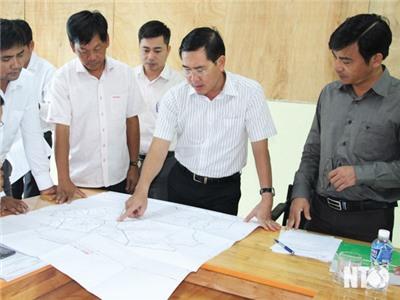 Đồng chí Phạm Văn Hậu, Phó Chủ tịch UBND tỉnh chủ trì cuộc họp thông qua Quy định trách nhiệm của người đứng đầu trong công tác quản lý đất đai