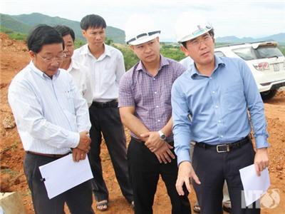 Đồng chí Phạm Văn Hậu, Phó Chủ tịch UBND tỉnh làm việc với nhà đầu tư Dự án Nhà máy Thủy điện Tân Mỹ 2