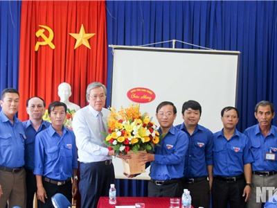 Đồng chí Lê Văn Bình, UVTV Tỉnh ủy, Phó Chủ tịch UBND tỉnh thăm, chúc mừng Tỉnh đoàn nhân kỷ niệm Ngày thành lập Đoàn TNCS Hồ Chí Minh