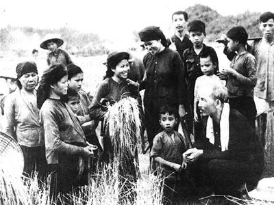 Học tập và làm theo tư tưởng Hồ Chí Minh về phong cách nêu gương