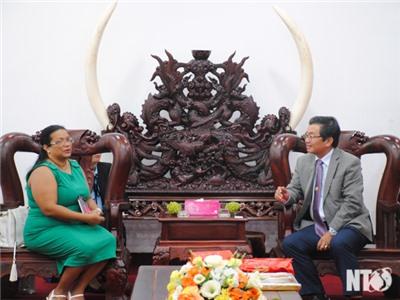 Đồng chí Lưu Xuân Vĩnh, Phó Bí thư Tỉnh ủy, Chủ tịch UBND tỉnh làm việc với Tổng Lãnh sự quán Cuba tại TP. Hồ Chí Minh