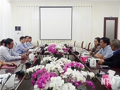 Đồng chí Lưu Xuân Vĩnh, Phó Bí thư Tỉnh ủy, Chủ tịch UBND tỉnh làm việc với lãnh đạo Tập đoàn Crystal Bay