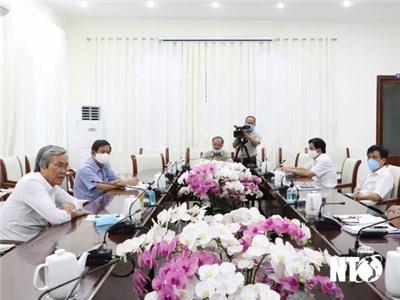 Đồng chí Lê Văn Bình, UVTV Tỉnh ủy, Phó Chủ tịch UBND tỉnh làm việc với Ban điều hành các khu cách ly tập trung dịch COVID-19