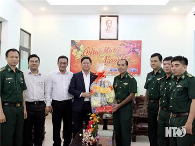 Đồng chí Trần Quốc Nam, Phó Bí thư Tỉnh ủy, Chủ tịch UBND tỉnh đi thăm, chúc Tết Bộ Chỉ huy Bộ đội Biên phòng tỉnh và Trung đoàn 896