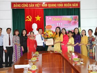 Các đồng chí lãnh đạo tỉnh thăm, chúc mừng Hội Liên hiệp Phụ nữ tỉnh nhân ngày Quốc tế Phụ nữ (8-3)