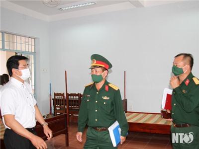 Đồng chí Nguyễn Long Biên, UVTV Tỉnh ủy, Phó Chủ tịch UBND tỉnh kiểm tra cơ sở vật chất, sẵn sàng tiếp nhận công dân từ Philippines về cách ly tập trung