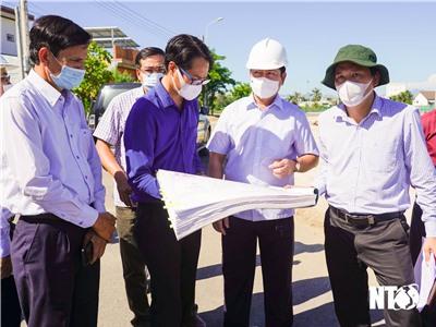 Đồng chí Trần Quốc Nam, Phó Bí thư Tỉnh ủy, Chủ tịch UBND tỉnh kiểm tra tiến độ triển khai Tiểu dự án Tp. Phan Rang – Tháp Chàm