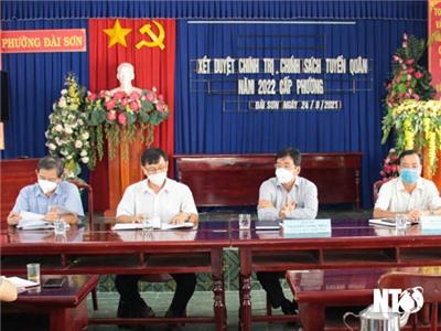 Đồng chí Nguyễn Long Biên, UVTV Tỉnh ủy, Phó Chủ tịch UBND tỉnh kiểm tra công tác phòng, chống dịch COVID-19 tại phường Đài Sơn