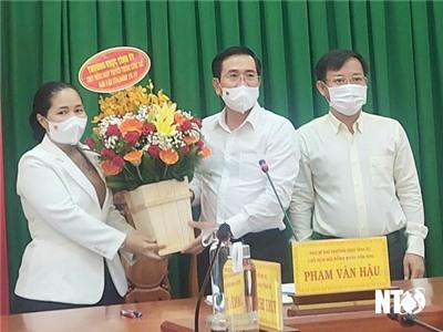 Đồng chí Phạm Văn Hậu, Phó Bí thư Thường trực Tỉnh ủy, Chủ tịch HĐND tỉnh thăm Ủy ban Kiểm tra Tỉnh ủy và Ban Dân vận Tỉnh ủy