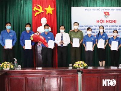 Trao quyết định công nhận Bí thư Tỉnh đoàn Ninh Thuận khóa VI