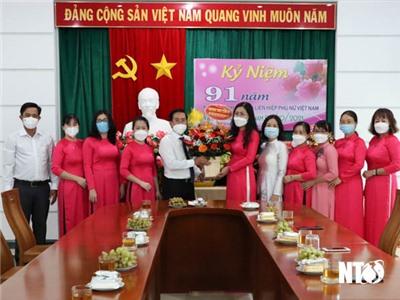 Đồng chí Phạm Văn Hậu, Phó Bí thư Thường trực Tỉnh ủy, Chủ tịch HĐND tỉnh thăm Hội LHPN tỉnh nhân ngày thành lập Hội LHPN Việt Nam
